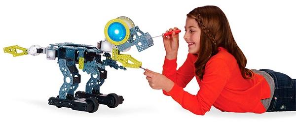 Робот Meccanoid G15 собирается из 600 металлических и поликарбонатных деталей